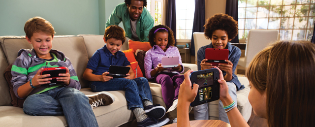 enfant jouent a la nintendo ds jeux video