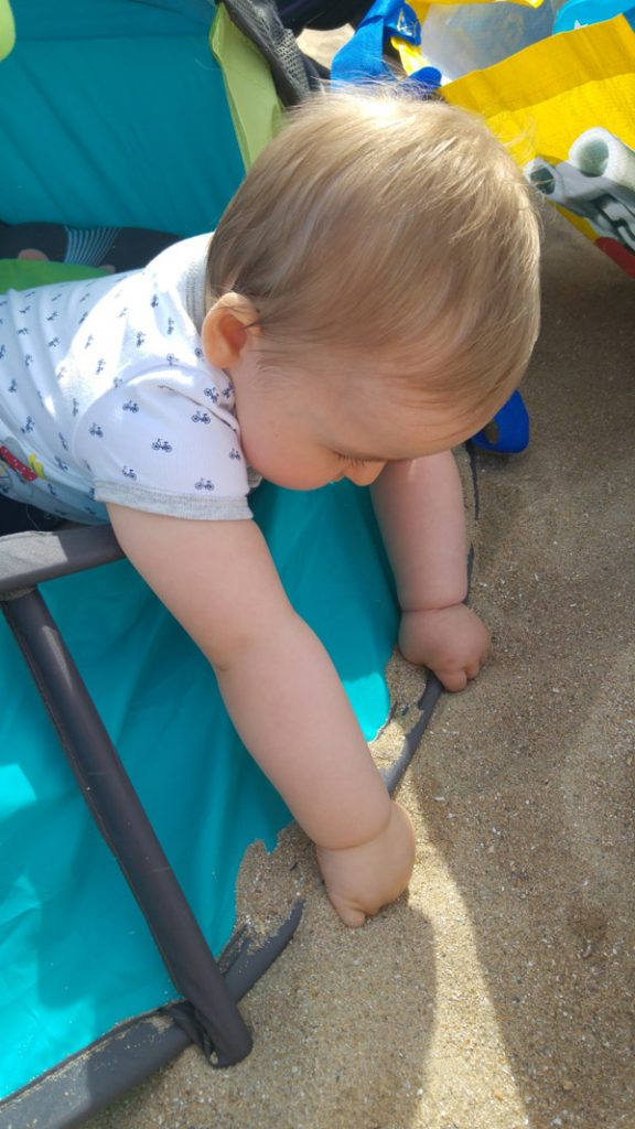 bebe-plage-sable-babyni