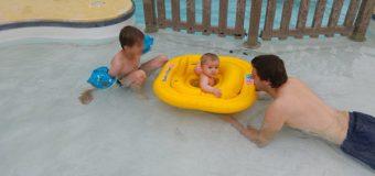 Première piscine pour bébé