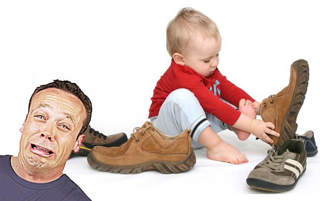 papa-enfant-chaussures