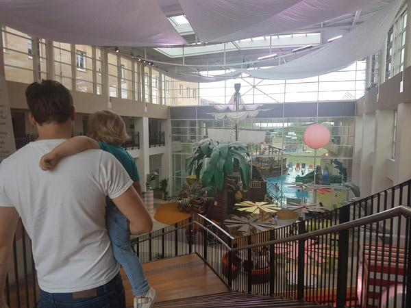 hotel-explorers-piscine