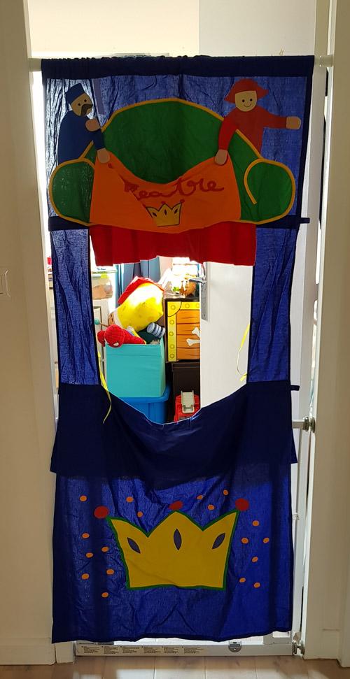 theatre-de-marionnettes-couloir-porte