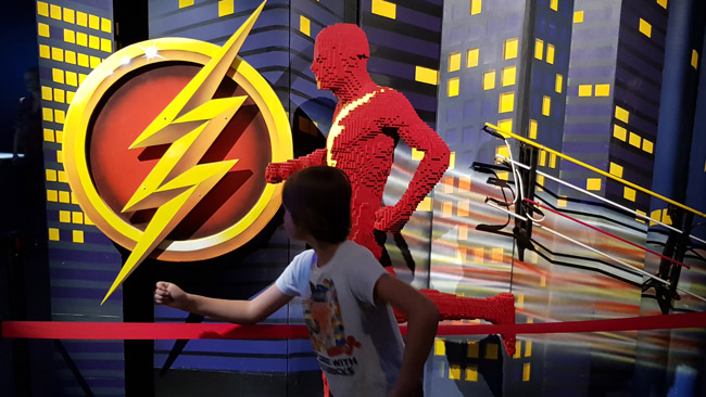 art-of-the-brick-exposition-lego-dc-the-flash-enfants