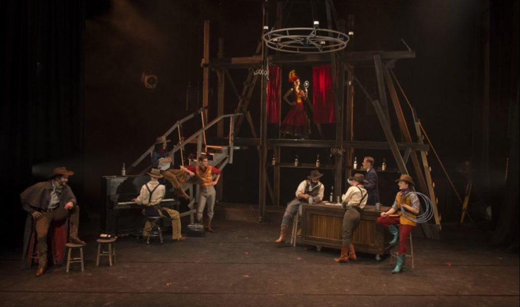 saloon-par-le-cirque-eloize