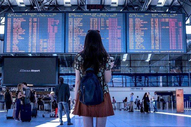 Aeroport jeune femme