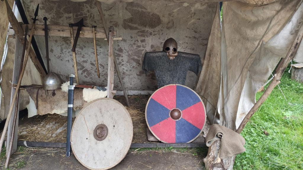 ornavik-village-viking-normandie-armes